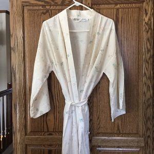Exquisite vintage Lynn La Casa silk robe